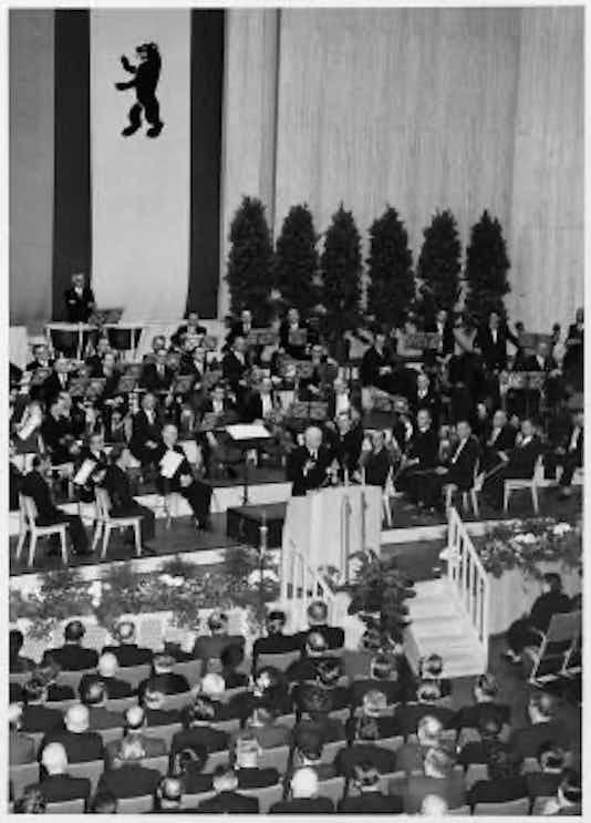 Gedenkfeier, Auditorium Maximum der Freien Universität Berlin, 19.07.1954