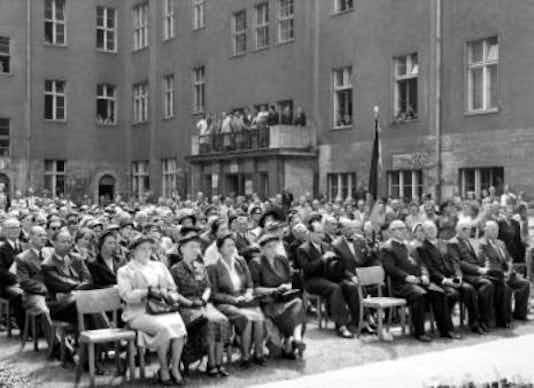 Gedenkfeier, Ehrenhof des Bendlerblocks in der Stauffenbergstraße, Berlin, 20.07.1955