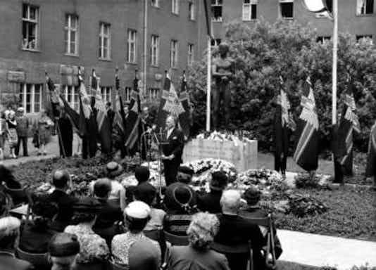 Gedenkfeier, Ehrenhof des Bendlerblocks in der Stauffenbergstraße, Berlin, 20.07.1956