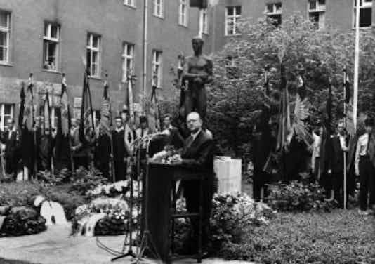 Gedenkfeier, Ehrenhof des Bendlerblocks in der Stauffenbergstraße, Berlin, 20.07.1957