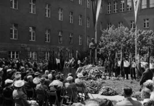 Gedenkfeier, Ehrenhof des Bendlerblocks in der Stauffenbergstraße, Berlin, 20.07.1958