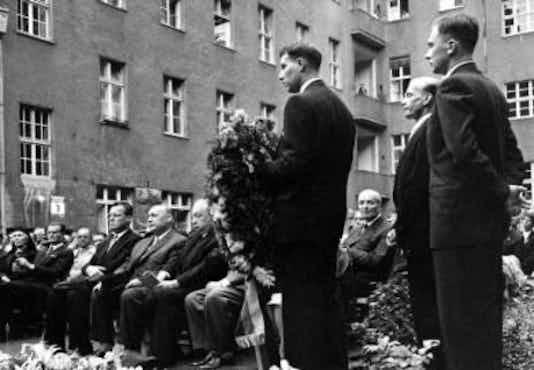 Gedenkfeier, Ehrenhof des Bendlerblocks in der Stauffenbergstraße, Berlin, 20.07.1959