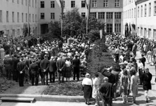 Gedenkfeier, Ehrenhof des Bendlerblocks in der Stauffenbergstraße, Berlin, 20.07.1960