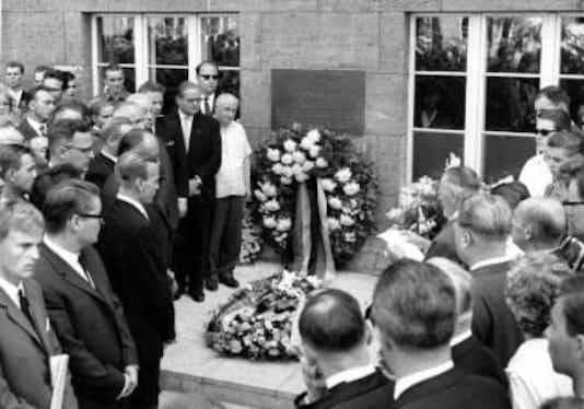 Gedenkfeier, Ehrenhof des Bendlerblocks in der Stauffenbergstraße, Berlin, 20.07.1964