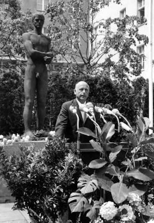 Gedenkfeier, Ehrenhof des Bendlerblocks in der Stauffenbergstraße, Berlin, 20.07.1966