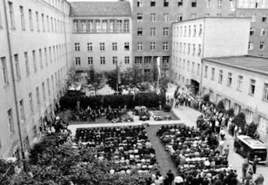Gedenkfeier, Ehrenhof der Gedenk- und Bildungsstätte Stauffenbergstraße, Berlin, 20.07.1967