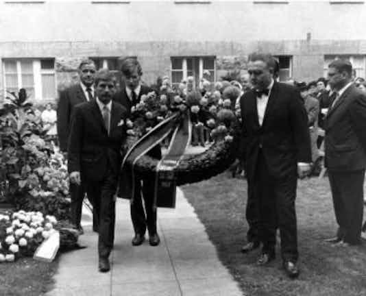 Gedenkfeier, Ehrenhof der Gedenk- und Bildungsstätte Stauffenbergstraße, Berlin, 20.07.1968