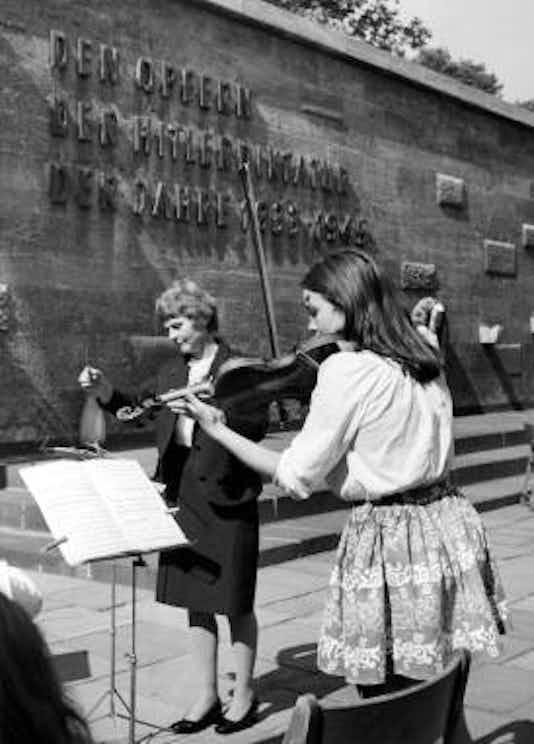 Gedenkfeier, Gedenkstätte Plötzensee, Berlin, 10.07.1973