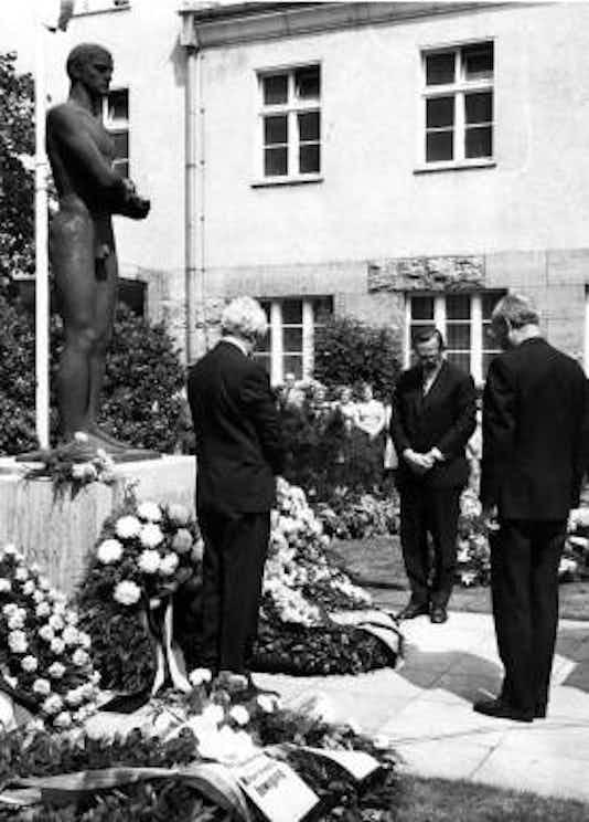 Gedenkfeier, Ehrenhof der Gedenk- und Bildungsstätte Stauffenbergstraße, Berlin, 20.07.1973