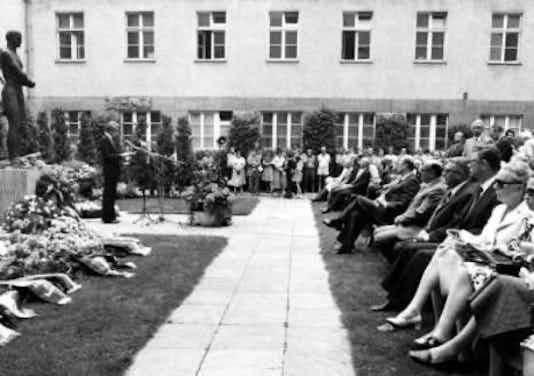 Gedenkfeier, Ehrenhof der Gedenk- und Bildungsstätte Stauffenbergstraße, Berlin, 20.07.1976