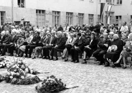 Gedenkfeier, Ehrenhof der Gedenk- und Bildungsstätte Stauffenbergstraße, Berlin, 20.07.1981