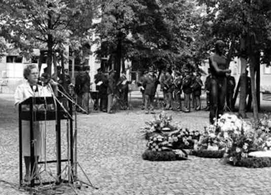 Gedenkfeier, Ehrenhof der Gedenkstätte Deutscher Widerstand in der Stauffenbergstraße, Berlin, 20.07.1986