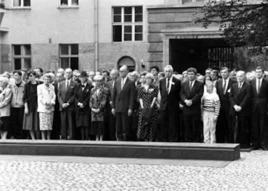 Gedenkfeier, Ehrenhof der Gedenkstätte Deutscher Widerstand in der Stauffenbergstraße, Berlin, 20.07.1989
