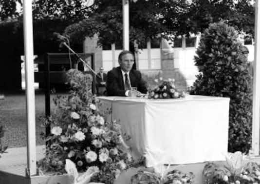Gedenkfeier, Ehrenhof der Gedenkstätte Deutscher Widerstand in der Stauffenbergstraße, Berlin, 20.07.1992