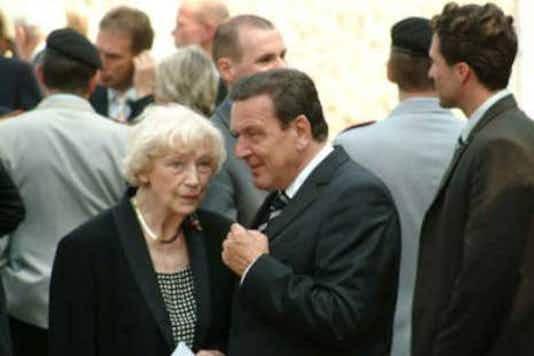 Gedenkfeier, Ehrenhof der Gedenkstätte Deutscher Widerstand in der Stauffenbergstraße, Berlin, 20.07.2004