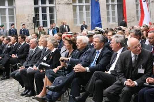 Gedenkfeier, Ehrenhof der Gedenkstätte Deutscher Widerstand in der Stauffenbergstraße, Berlin, 20.07.2011