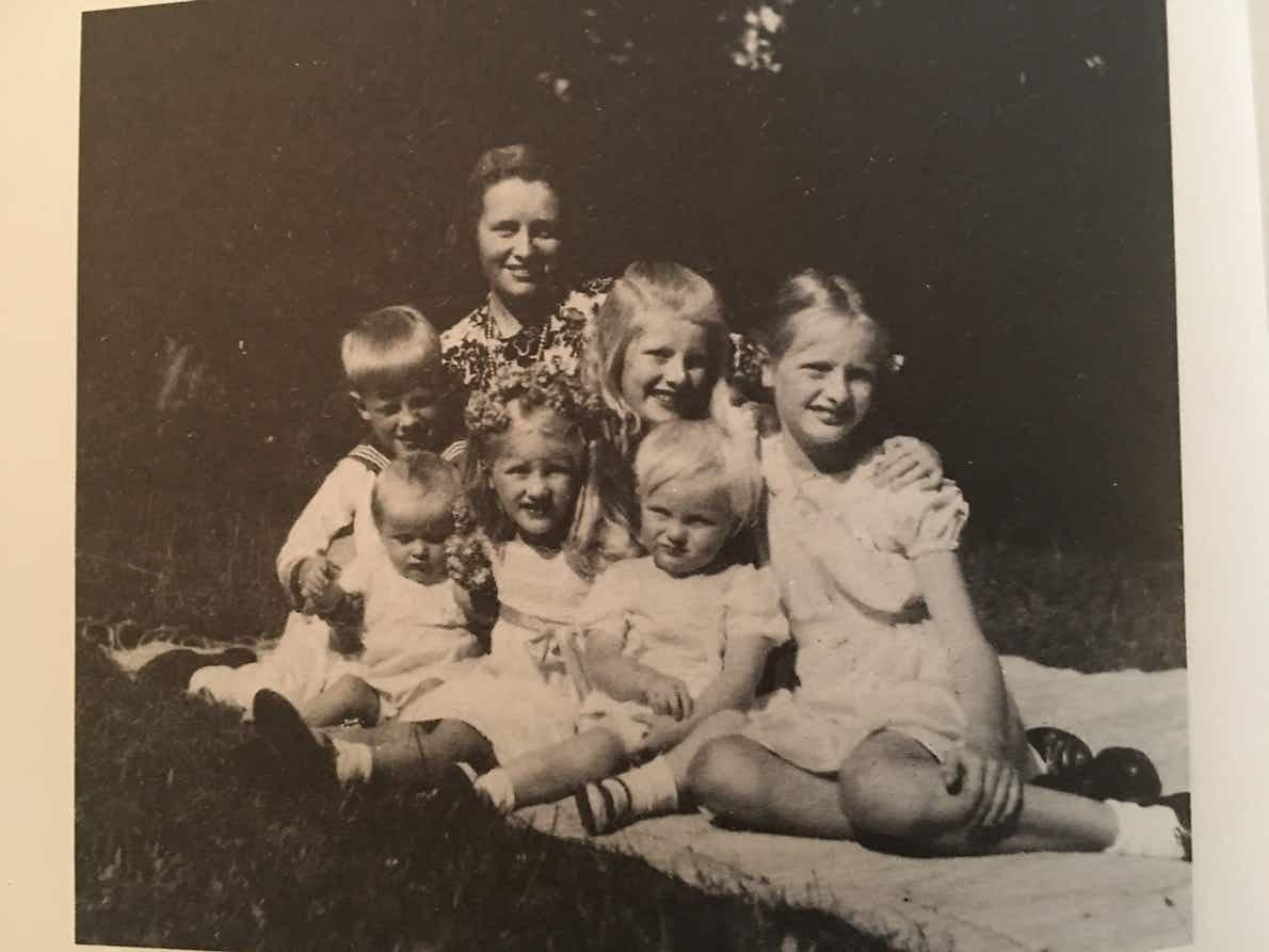 4 Im Park von Trebbow am 20. Juli 1944 – Charlotte von der Schulenburgs 35. Geburtstag