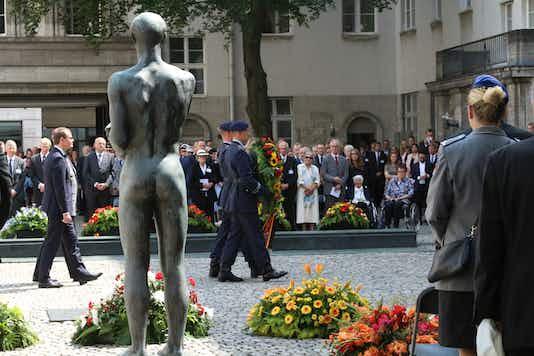 Gedenkfeier, Ehrenhof der Gedenkstätte Deutscher Widerstand in der Stauffenbergstraße, Berlin, 20.07.2018