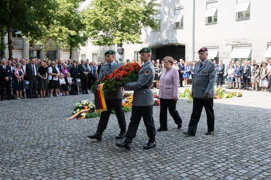 Gedenkfeier, Ehrenhof der Gedenkstätte Deutscher Widerstand