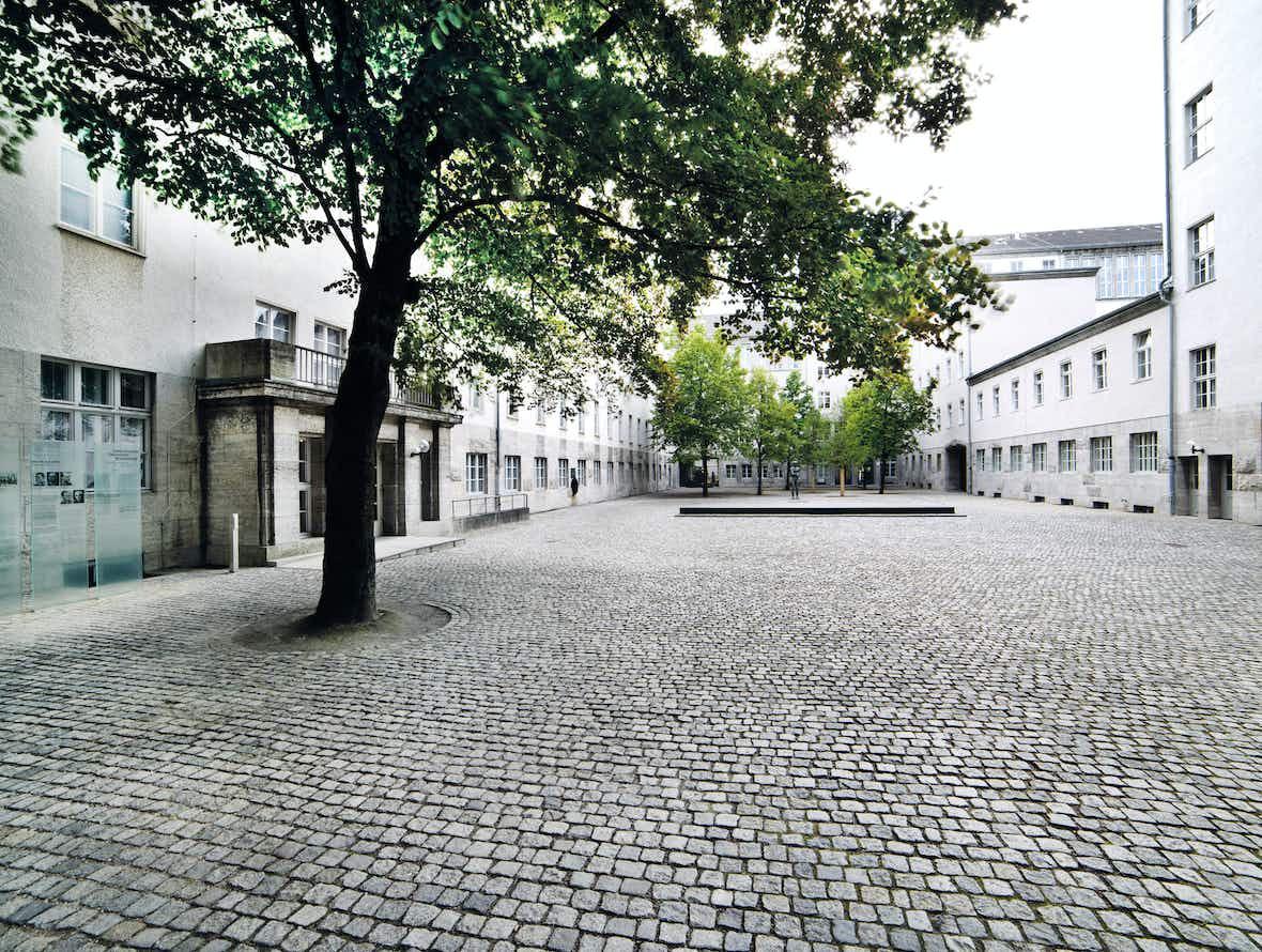 Ehrenhof des Bendlerblocks in der Stauffenbergstraße, Berlin